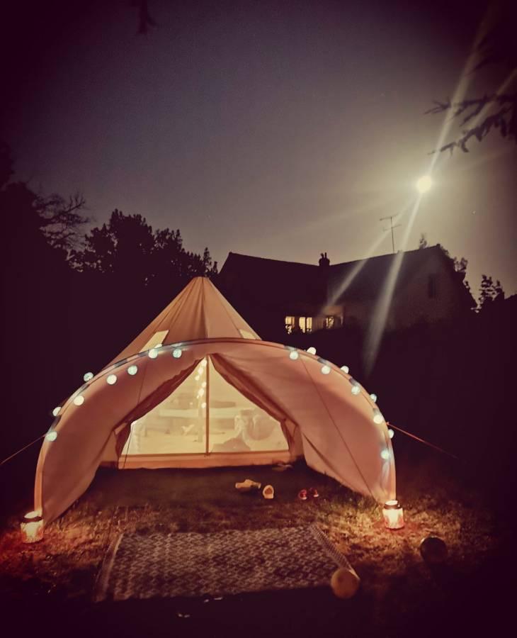 Nuit sous les étoiles grâce au glamping