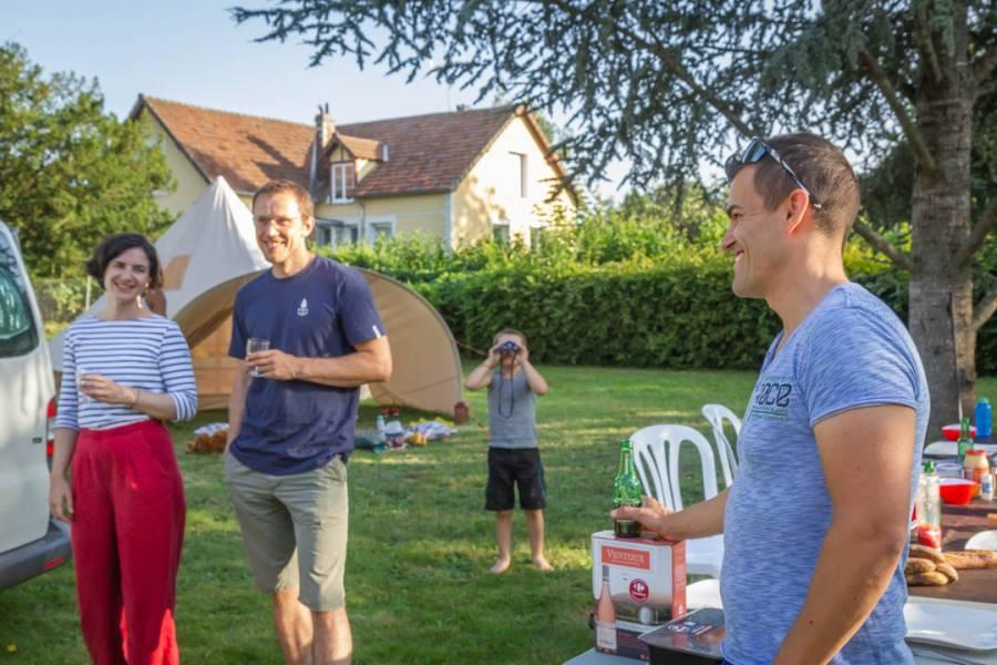 Le camping chez l'habitant se prête parfaitement à la rencontre avec d'autres voyageurs